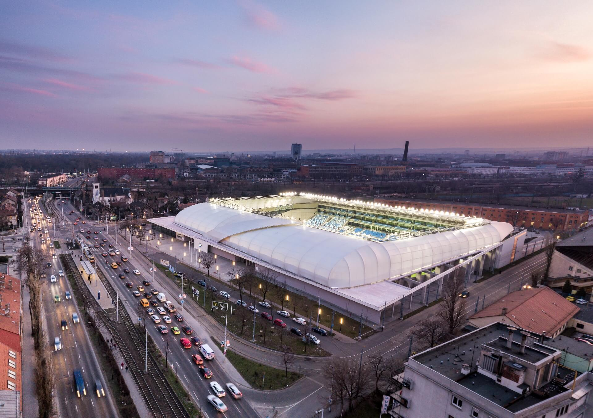 MTK Stadion drónfotó esti fényekkel