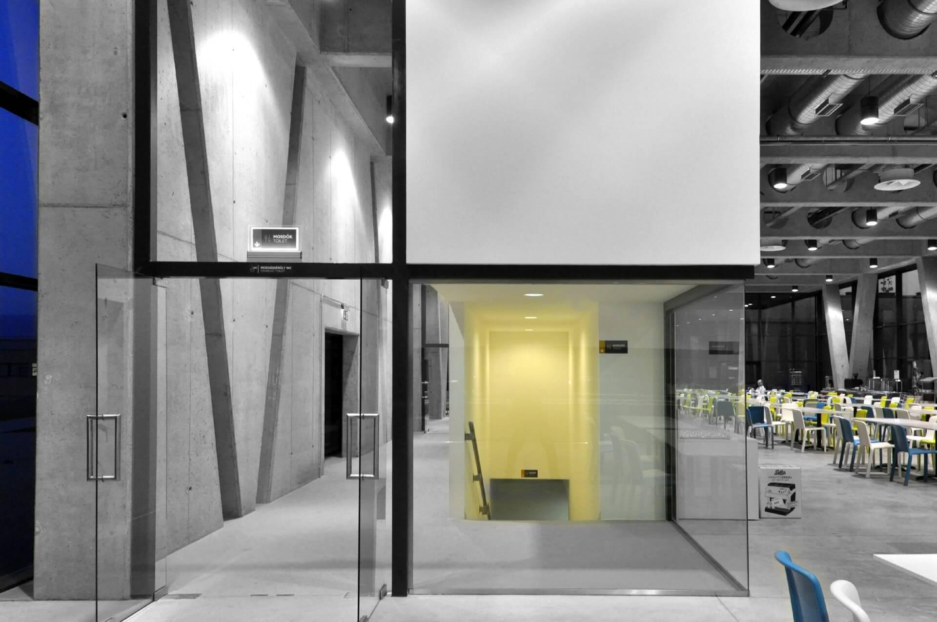 Korda Filmpark Látogatóközpont közlekedő blokk